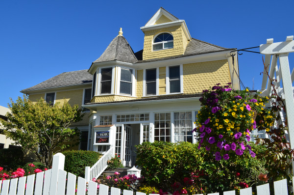Historical Gilbert Inn in Seaside Offers a Peaceful Getaway