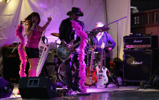 Pink in the Gorge Raises Money for Pink Sistas